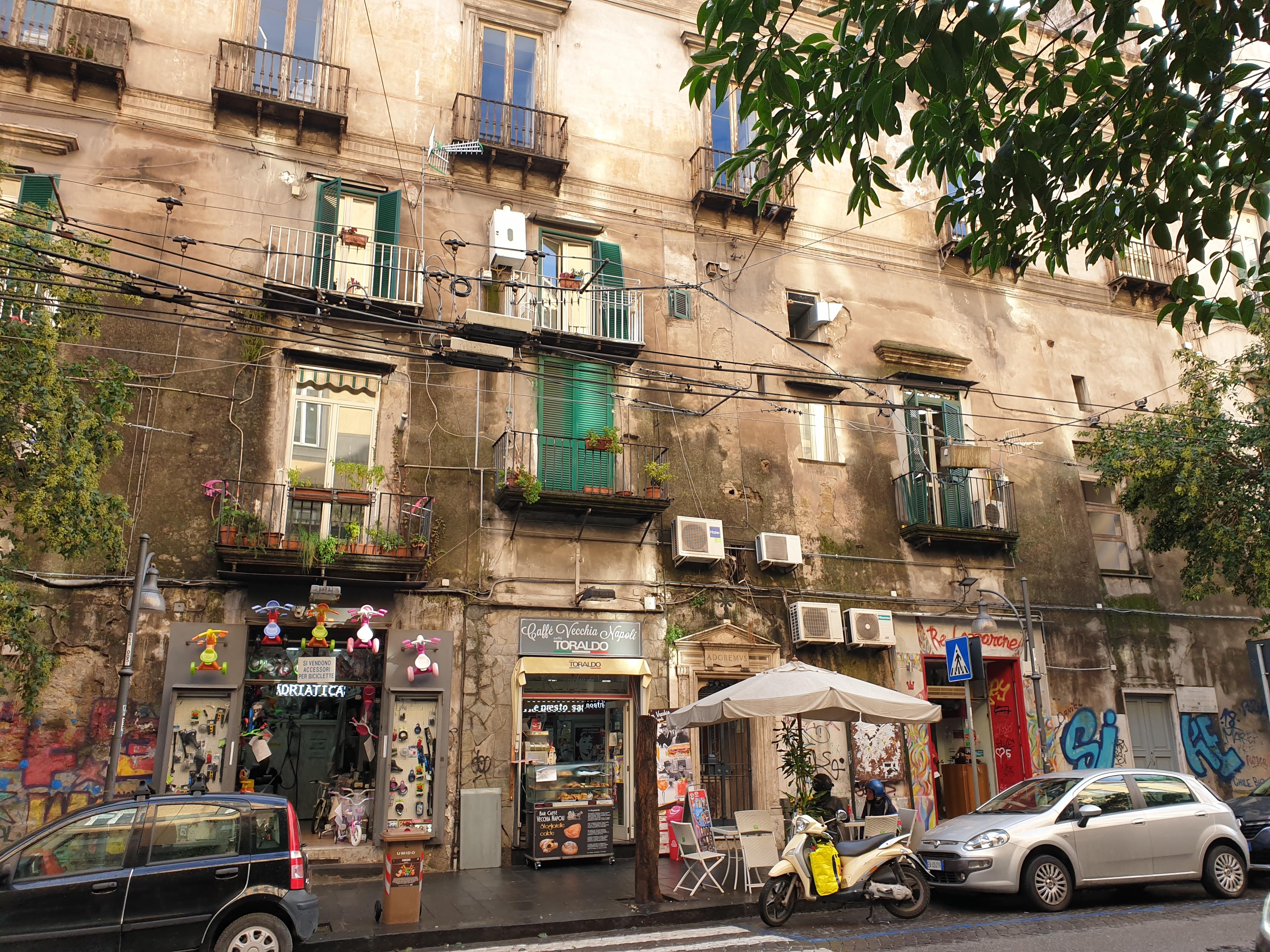 Le vie di Napoli