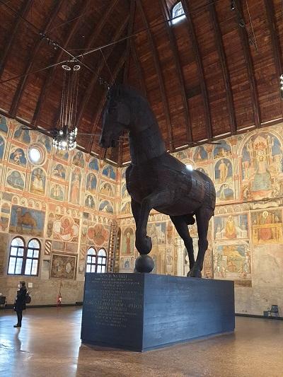 Palazzo della ragione Padova - Cavallo ligneo
