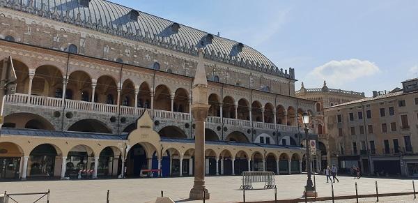 Palazzo della ragione - Colonna del Peronio